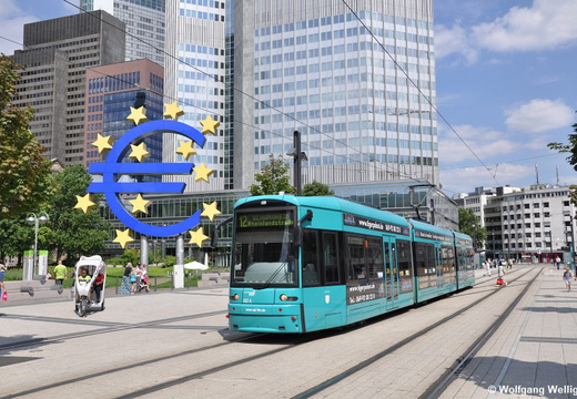 Frankfurt (Main) Tram 242, Willy-Brandt-Platz