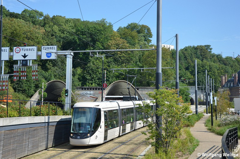 Tramway-Le_Havre-Tram-0015-2016-08-27-Rond-Point.jpg